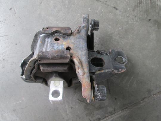 Vindem suport motor Vw Polo 1.2 12v cod 6q0199555