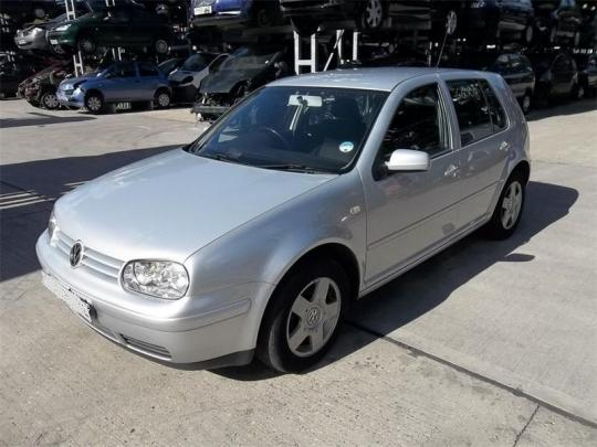 Vindem far dreapta Volskwagen Golf 4 1900Tdi AXR