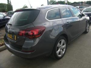hayon spate opel astra j  2009-in prezent